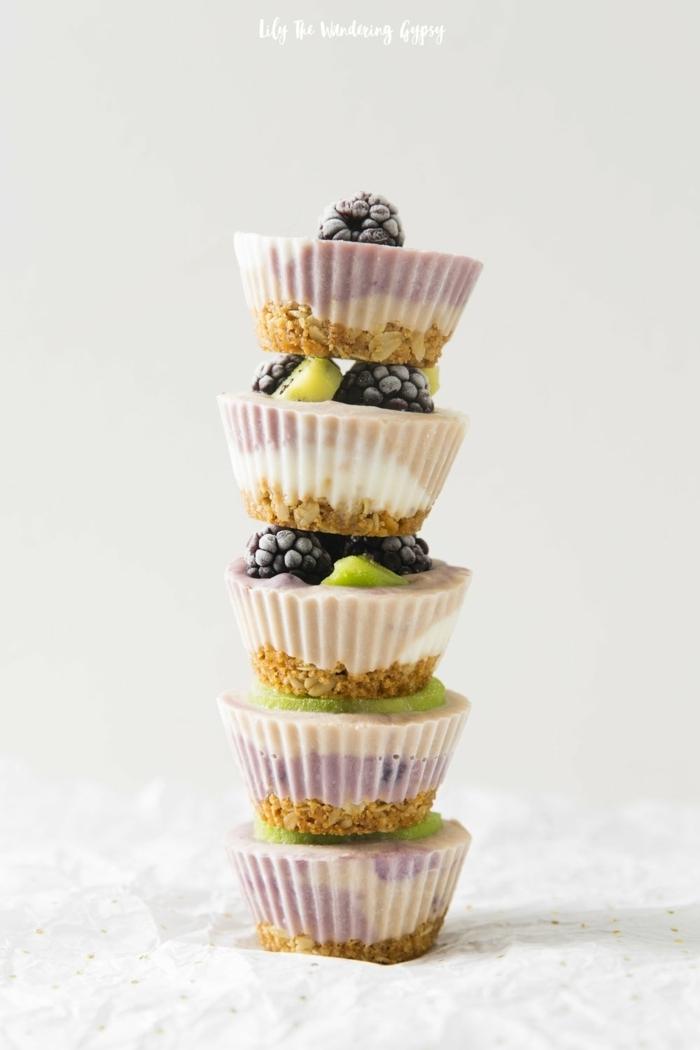 geburtstagsessen rezepte zum vorbereiten vegane diary free frozen yoghurt cupcakes mit frischen früchten party essen lecker