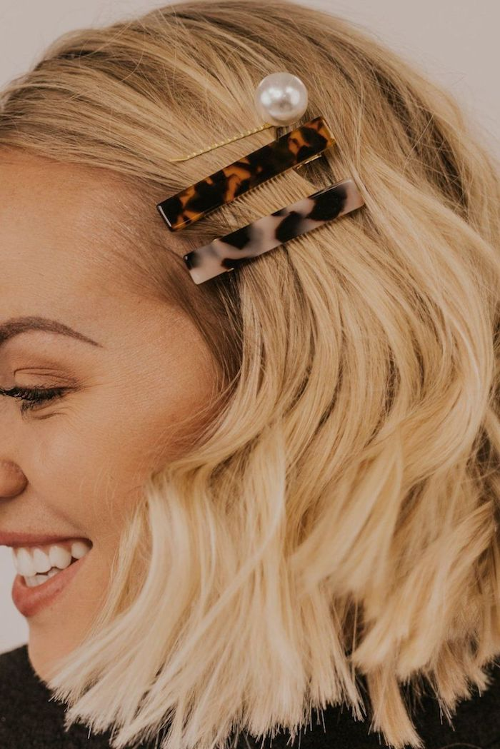 haaraccessoires schicke haarspangen mit perle frisuren kurz hellblonde haare frisurentrends 2020 moderne kurzhaarfrisuren frauen 2020 inspiration