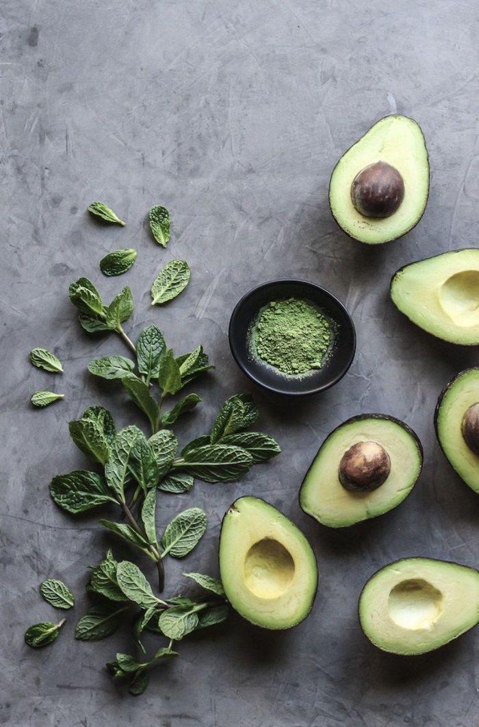 haarbehandlung zu hause avocado haarmaske mit banane honig zitrone feuchtigkeitspendende kur für haare