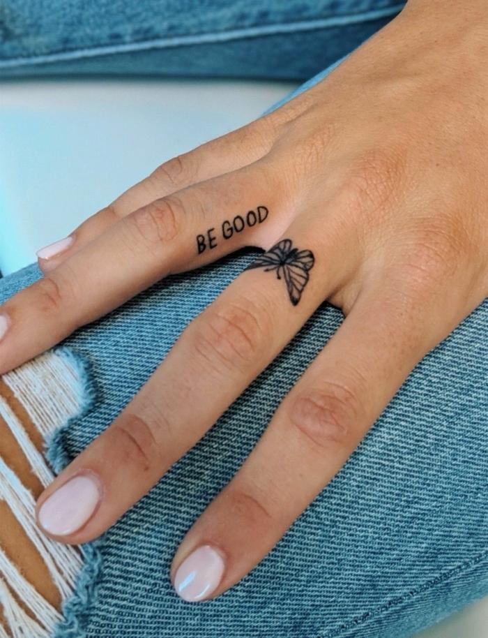 ideen für tattoos am finger be good am ringfinger schmetterling am mittelfinger gerippte jeans tattoos für frauen