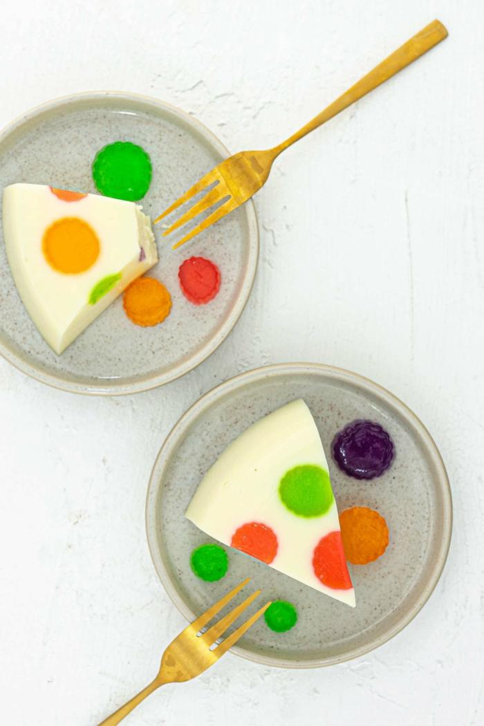 joghurt regenbogen tupfen gelee kuchen mit diy anleitung schritt für schritt kuchen kindergeburtstag 1 jahr