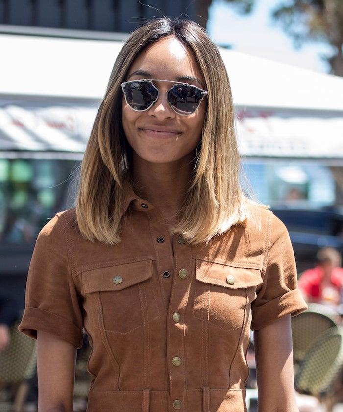jourdan dunn kurzhaarfrisuren damen braune haare blonde strähnen schwarze sonnenbrillen street style brauner jumpsuit