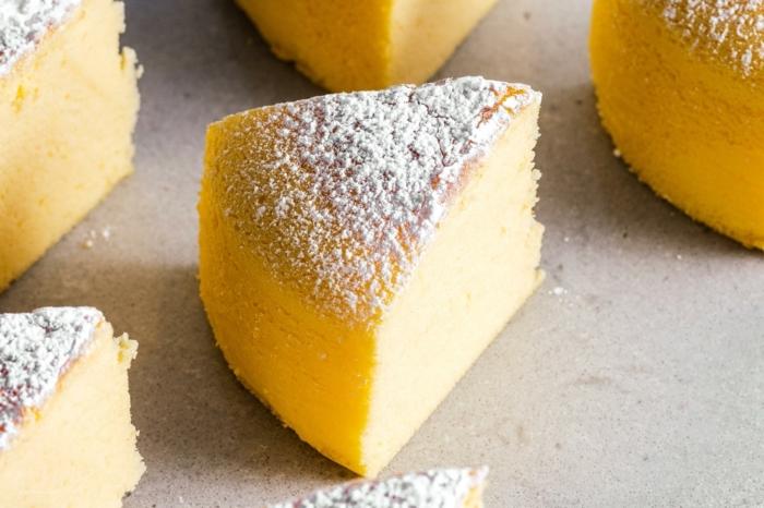 käsekuchen rezept ohne boden einfacher japanischer cheesecake garniert mit pudderzucker