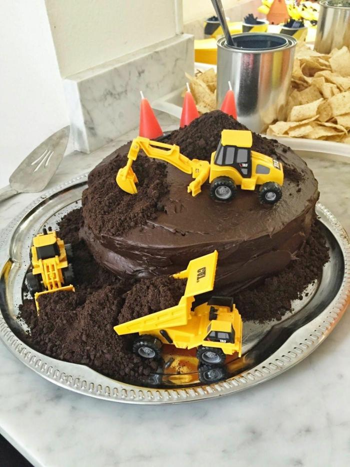 kindergeburtstagstorte für jungs rezepte schokoladenkuchen mit dekoration bagge kreative torten für kindergeburtstag