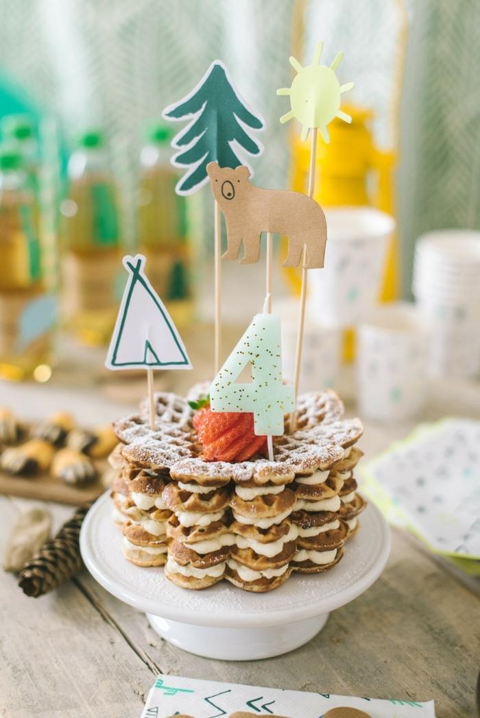 kreative dekoration für geburtstagskuchen aus waffeln kinder torten selbstgemacht wald motto