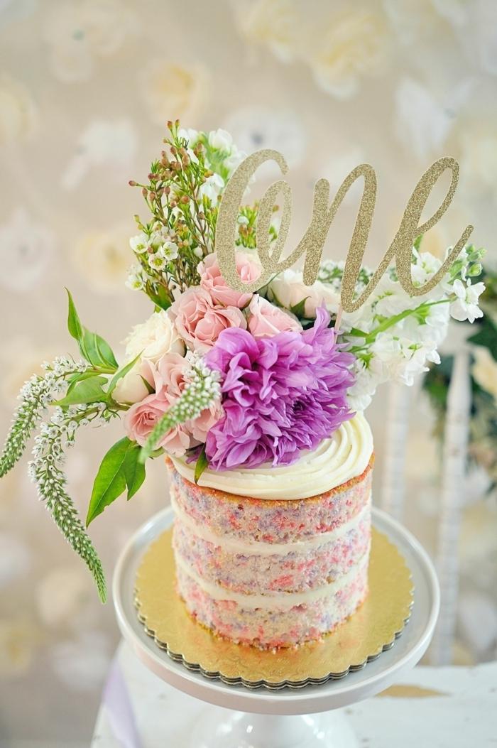 kuchen für kinder naked cake moderne tortendeko mit creme und blüten kleine torte kindergeburtstagskuchen