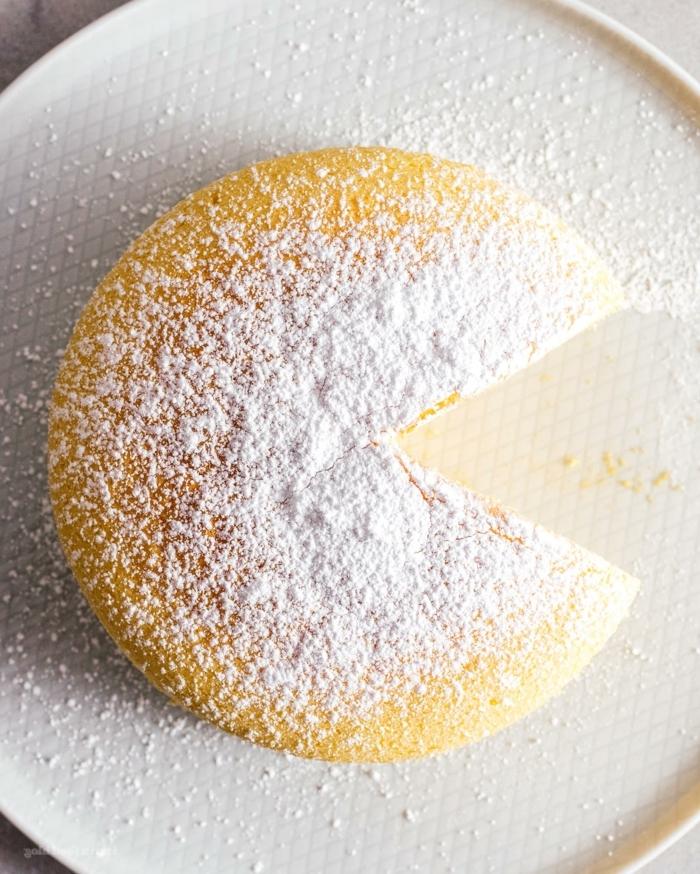 kuchen ohne boden mit grieß käsekuchen selber machen philadelphia torte garniert mit puderzucker