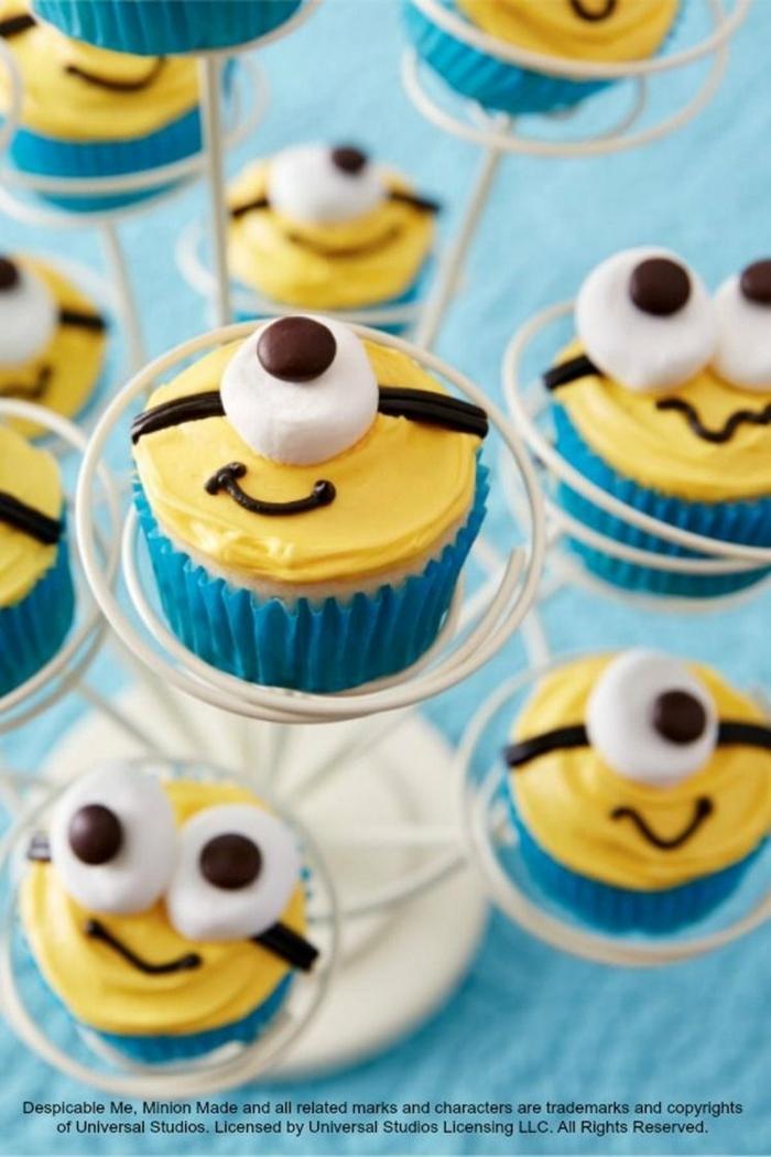 minions cupcakes gelb und blau muffins kindergarten kekse für kindergeburtstag originelle ideen zum backen