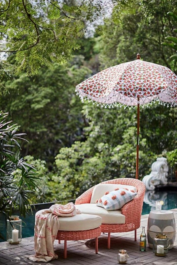 moderne gartenmöbel vintage liege und sonnenschirm moderne gartengestaltung außeneinrichtung inspiration