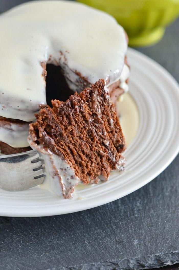 pfannkuchen einfaches rezept mit schokolade weiße zuckercreme pfannkuchenteig selber machen