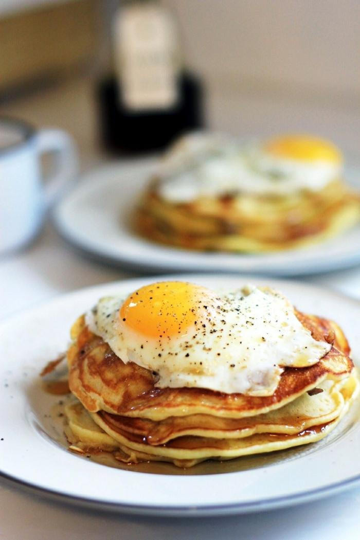 pfannkuchen selber machen salziger pfannkuchenteig frühstücksideen gebratenes ei rezept für eier pfannkuchen