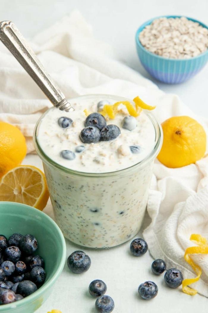 rezepte zum vorbereiten am vortag overnight oats mit blaubeere und zitrone haferflocken mit joghurt und obst