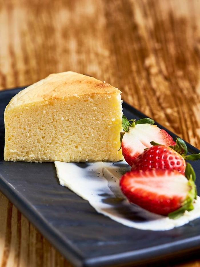 saftiger käsekuchen ohne boden cheesecake backen vanillekuchen mit erdbeeren undweißer schokolade