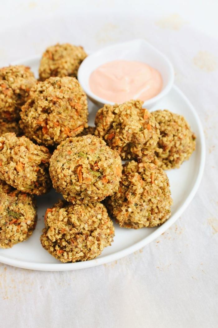 schnelle vegetarische gerichte quinoa häppchen mit leckerer soße partyessen partyrezepte einfach