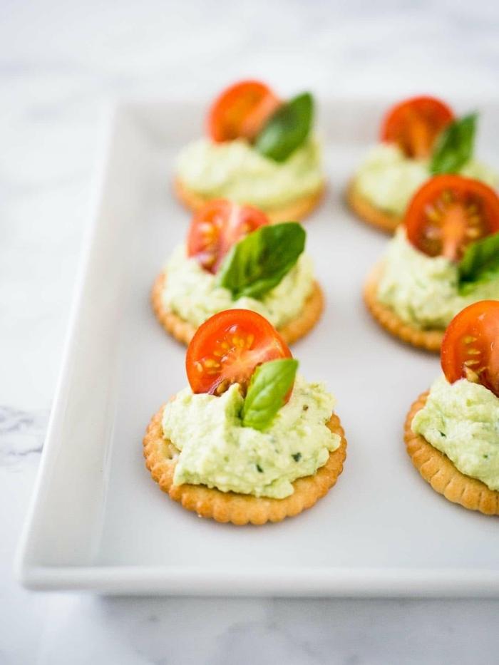 schnelle vegetarische rezepte für jeden tag partyessen ideen fgingerfood crackers mit käse frischkäse kräutern und tomaten