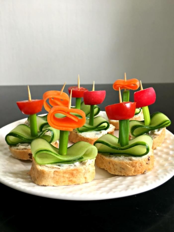 schnelle vegetarische rezepte für jeden tag partyessen party rezepte für gäste fingerfoos blumen aus gurken tomaten und karotten