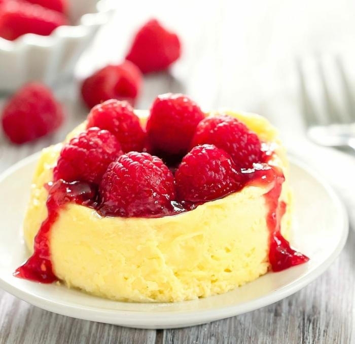 schneller kuchen mit quark käsekuchen ohne mehl kleiner cheesecake mit himbeermarmelande