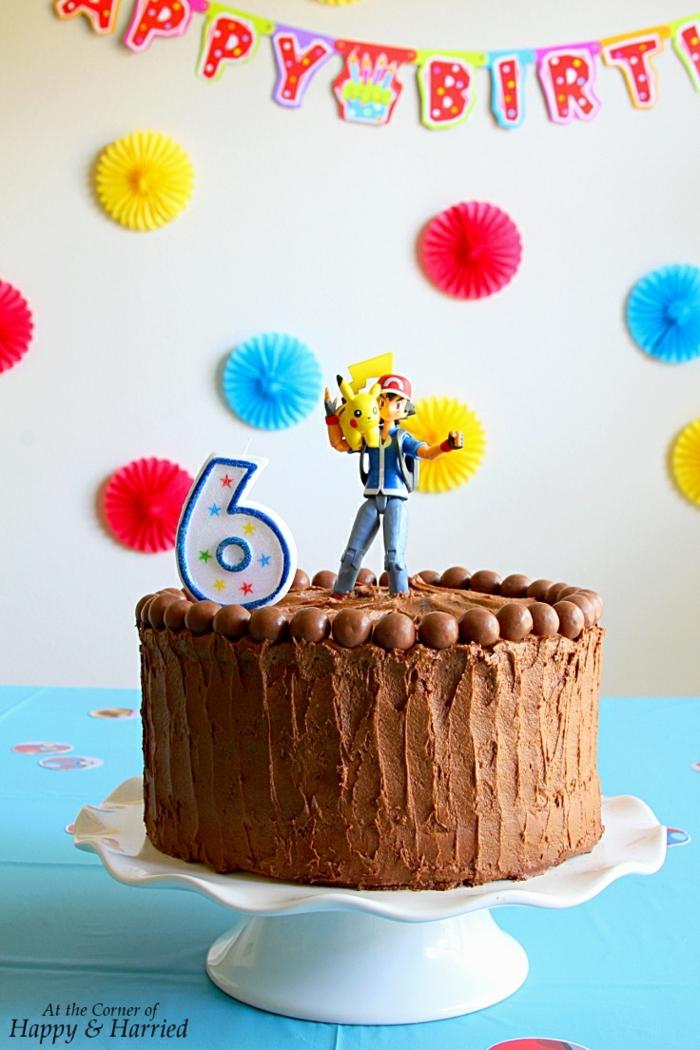 schokoladenkuchen gelbe vanille torte mit schokolade und zuckerguss pokemon motto party geburtstagstorte selber machen