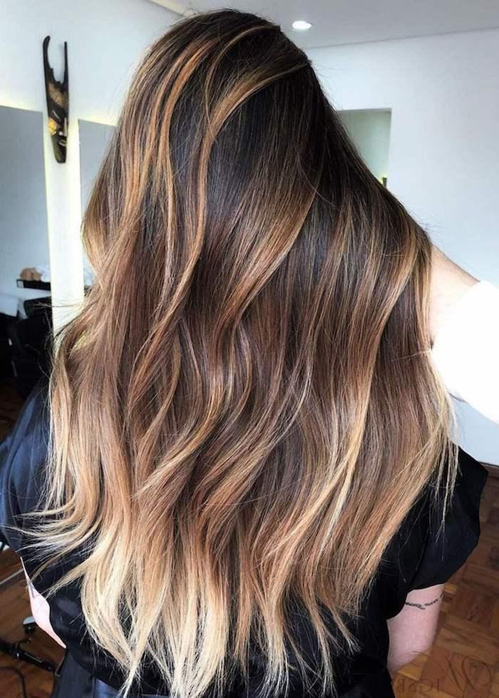 trendige haarfarbe inspiration lange glatte braune haare hellblonde strähnen haarfrisuren inspiration braune haare mit blonden strähnen