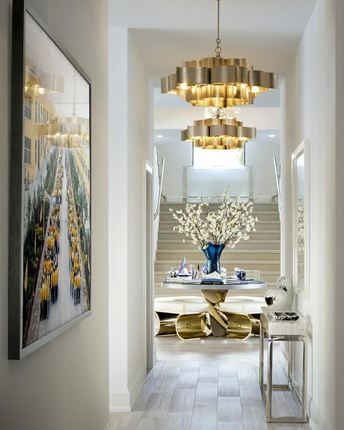 wand streichen ideen wandgestaltung mit farbe flur eirncihten und dekroieren goldener kronleuchter weiße wände