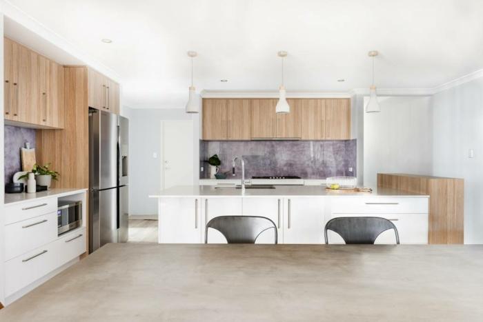 wandgestaltung mit farbe wand streichen küche kücheneinrichtung in weiß natürliche materialien schränke aus holz