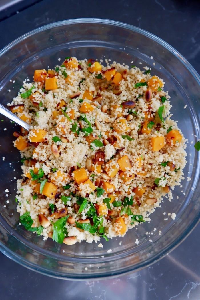 wie kocht man gefüllte paprika vegetarisch pfanne mit couscous und petersilie rezept für vegetarisch gefüllte paprika