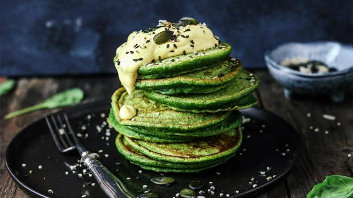 wie macht man pfannkuchen mit brunch ideen für gäste pfannkcuehnteig mit matcha rezept für eier pfannkuchen