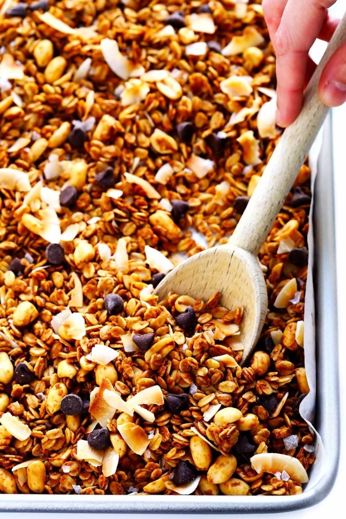 2 müsli selber machen granola mit schokolade erdnussbutter und nüssen frühstück ideen