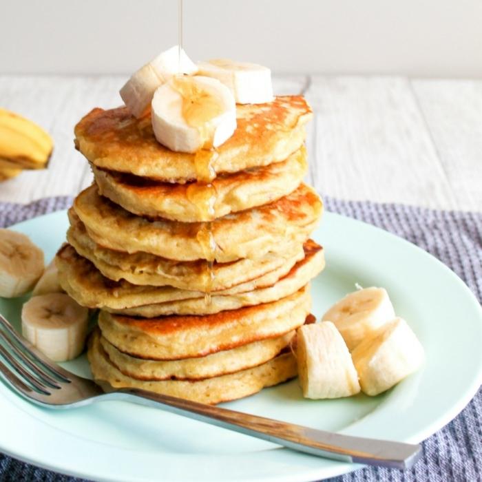 backen mit bananen amerikanische pfannkuchen mit honig frühstücksideen frühstück rezepte einfach
