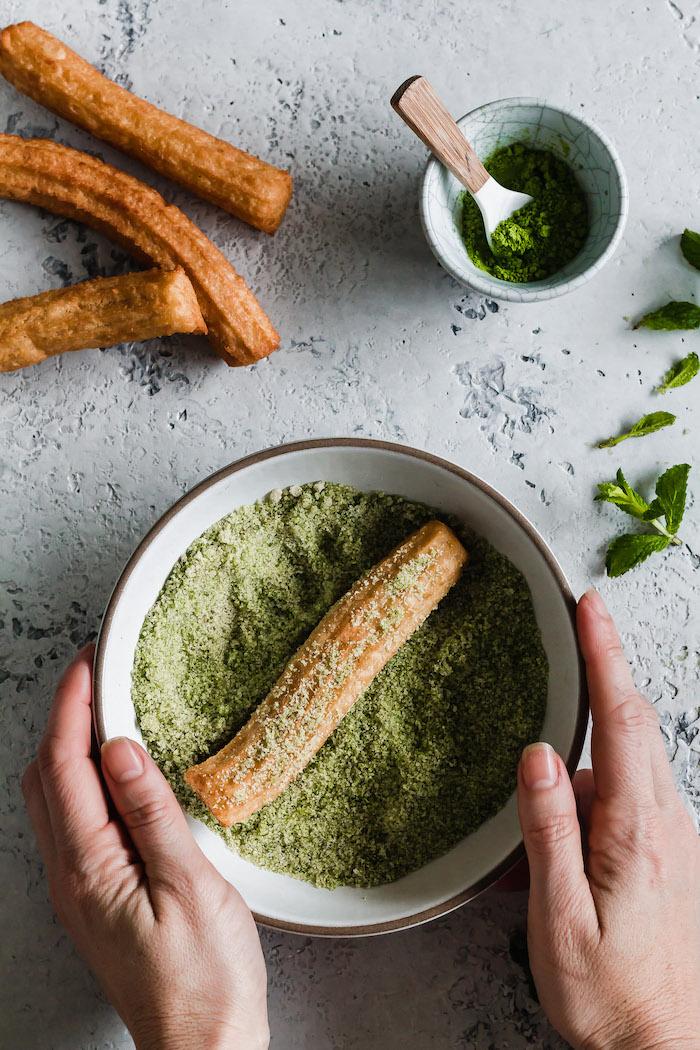 churros rezept churros mit grüner tee churros mit matcha und minzzuckerer zwei hände