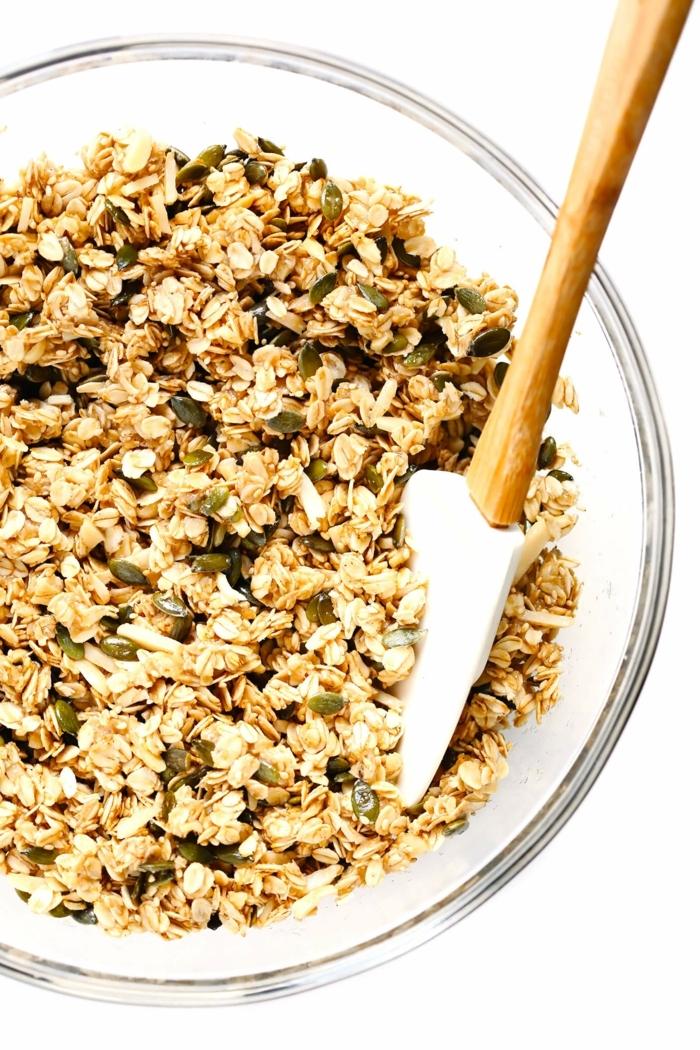 crunchy müsli selber machen backofen frühstück mit tahin nüssen und haferflocken granola rezept