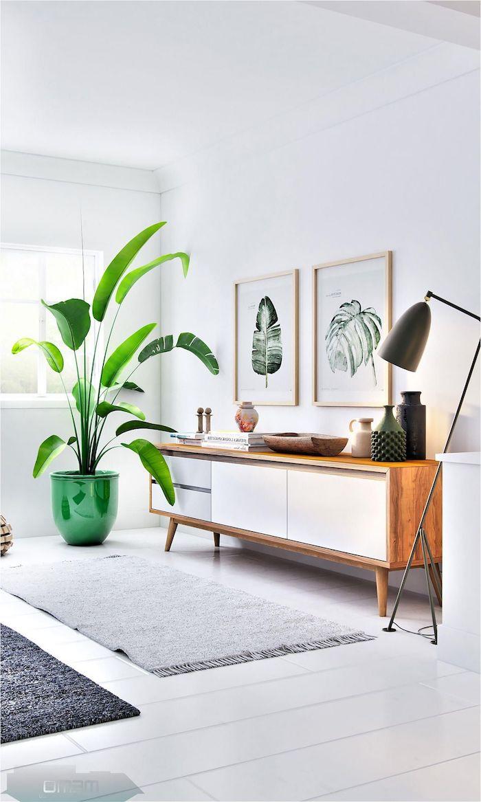 deko große grüne pflanze moderne minimalistische bilder sideboard skandinavisch wohnzimmer möbel im scandi style graue und schwarze teppiche schwarze lampe