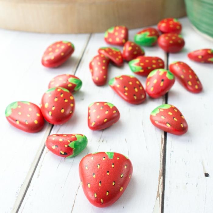 deko ideen garten selsbtgemachte gartendeko aus steinen erdbeeren aus kleinen steinchen machen