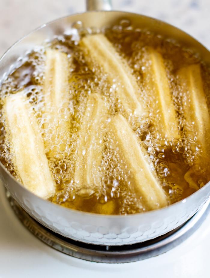 ein churros rezept schritt für schritt anleitung churros fritieren schüllel mit öl und churros