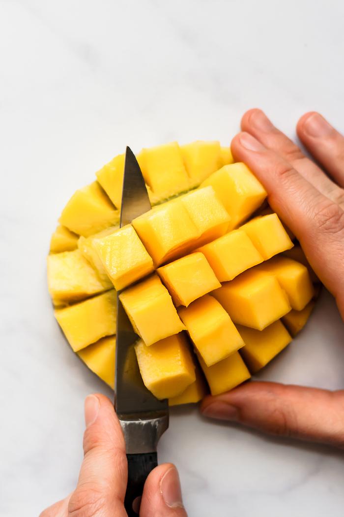 ein messer und ein mango igel eine diy anleitung wie kann man eine mango schneiden