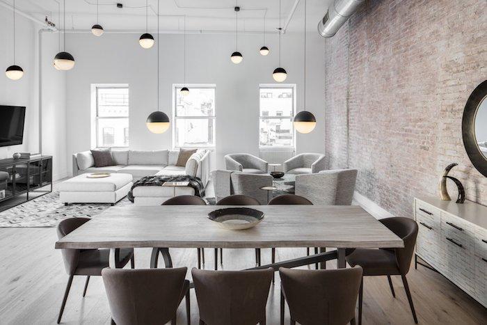 ein wohnzimmer mt wänden mit weißer kalkfarbe lampen wandgestaltung