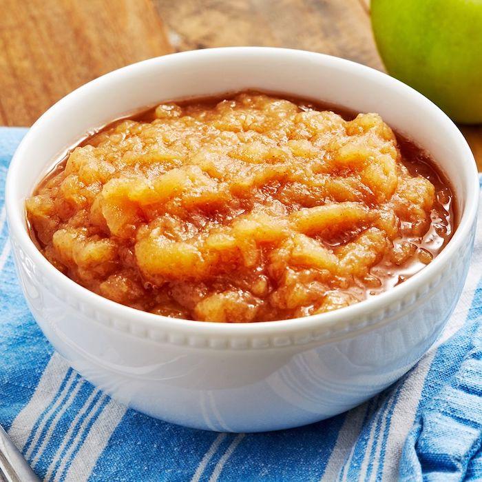 eine schritt für schritt diy anleitung für ein apfelmus geschnittene äpfel mit zimt