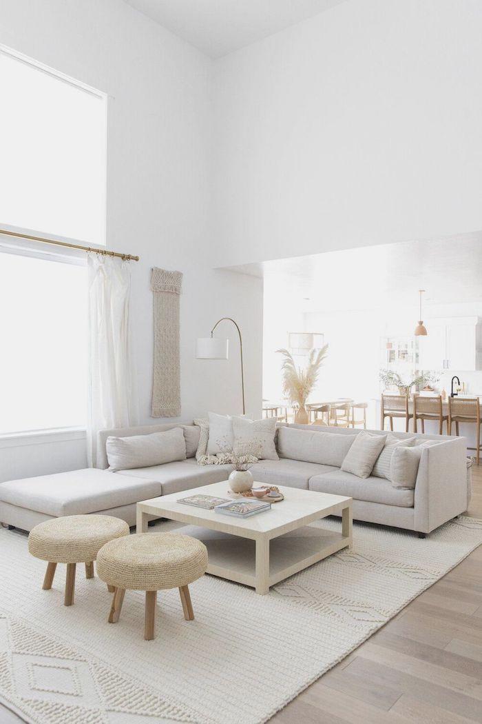 esszimmer wohnzimmer großes eckcouch weißer kaffeetisch interior design in neutralen farben beige stühle weiße gardinen