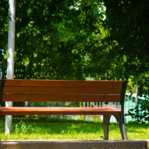 Die richtige Gartenbank für jeden Bedarf: Eine Entscheidungshilfe