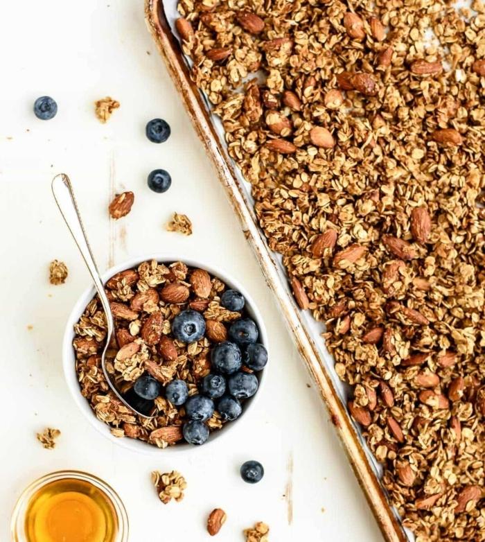 gesundes müsli selber machen granola ohne zucker zuckerfreies granolarezept frühstück high fiber protein blaubeeren