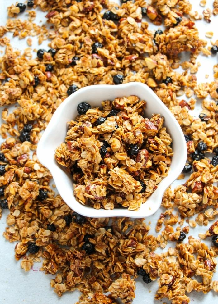 gesundes müsli selber machen müslirezept mit blaubeeren leckeres knuspermüsli granola zuckerfrei