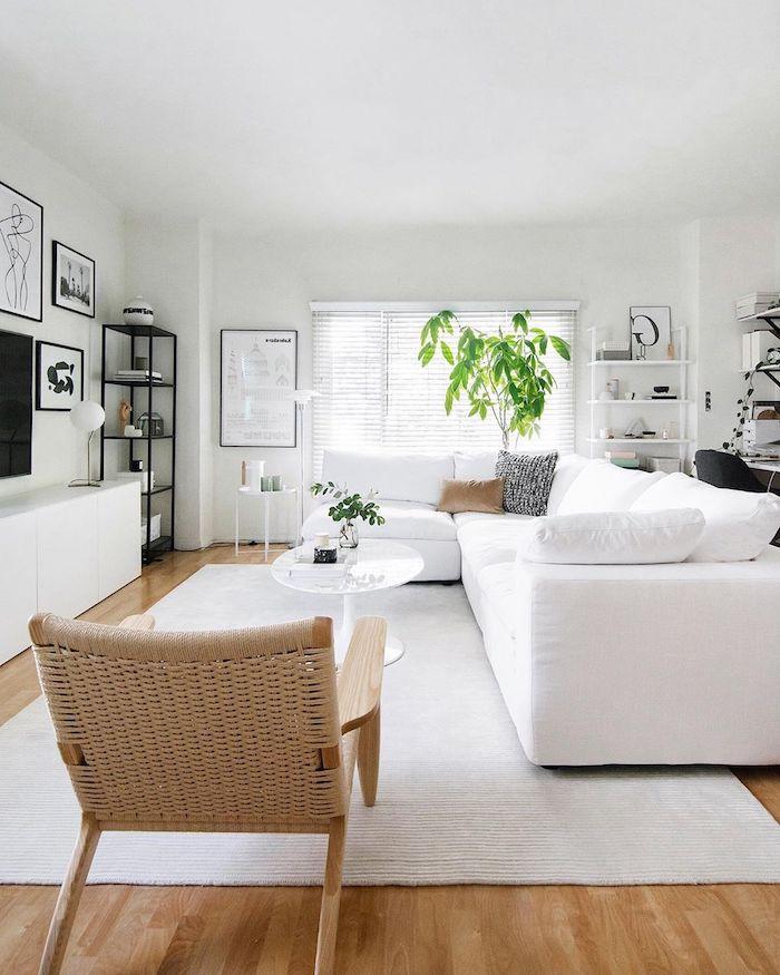ideen und inspiration für die inneneinrichtung möbel slandinavisch weißes ecksofa schwarz weiße bilder linienzeichnungen holzstuhl