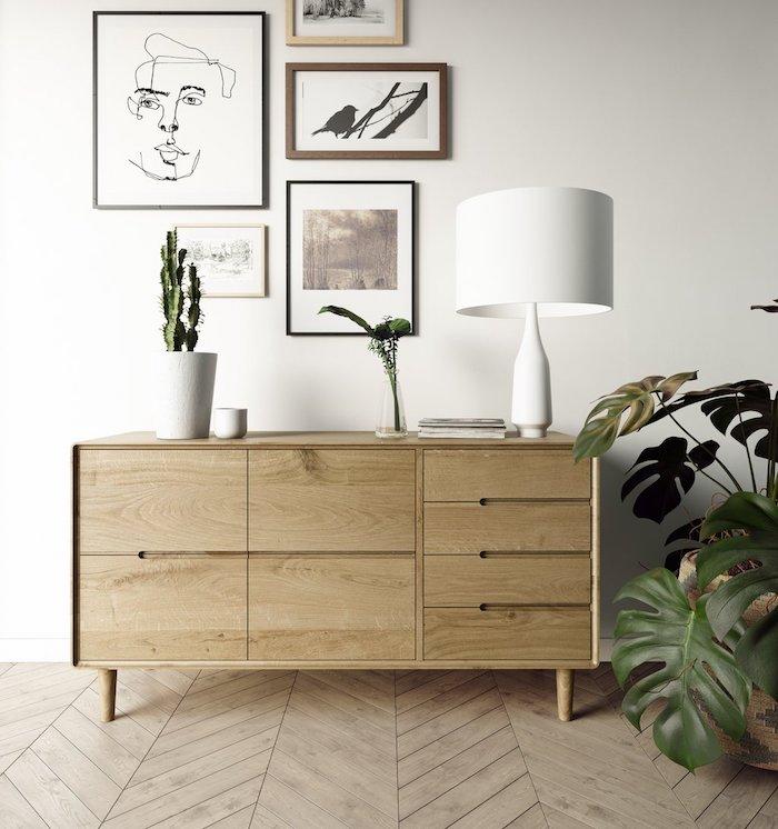 lowboard skandinavisch aus holz dekoration grüne pflanze weiße lampe linienzeichnung und moderne bilder deko scandi style wohnzimmer