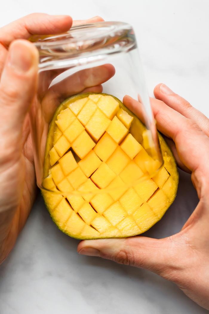 mithilfe eines glases eine mango schneiden wie kann man eine mango schneiden