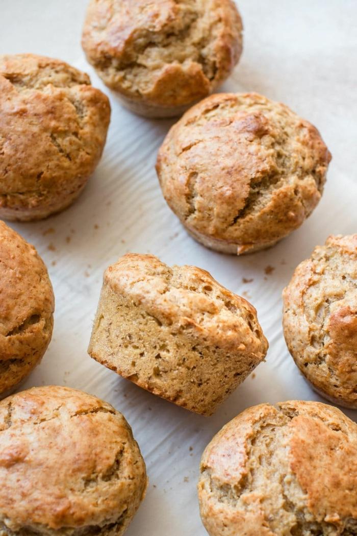 muffins für kinder mit bananen und erdnussbutter kinderparty essen ideen partyessen fingerfood bananenmuffins