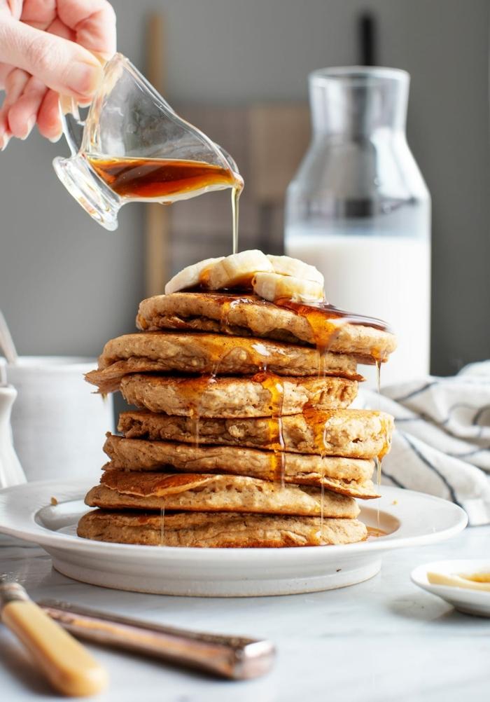 pancakes mit banane und honig selber machen pfannkuchen einfaches rezept was kann ich zum frühstück zubereiten