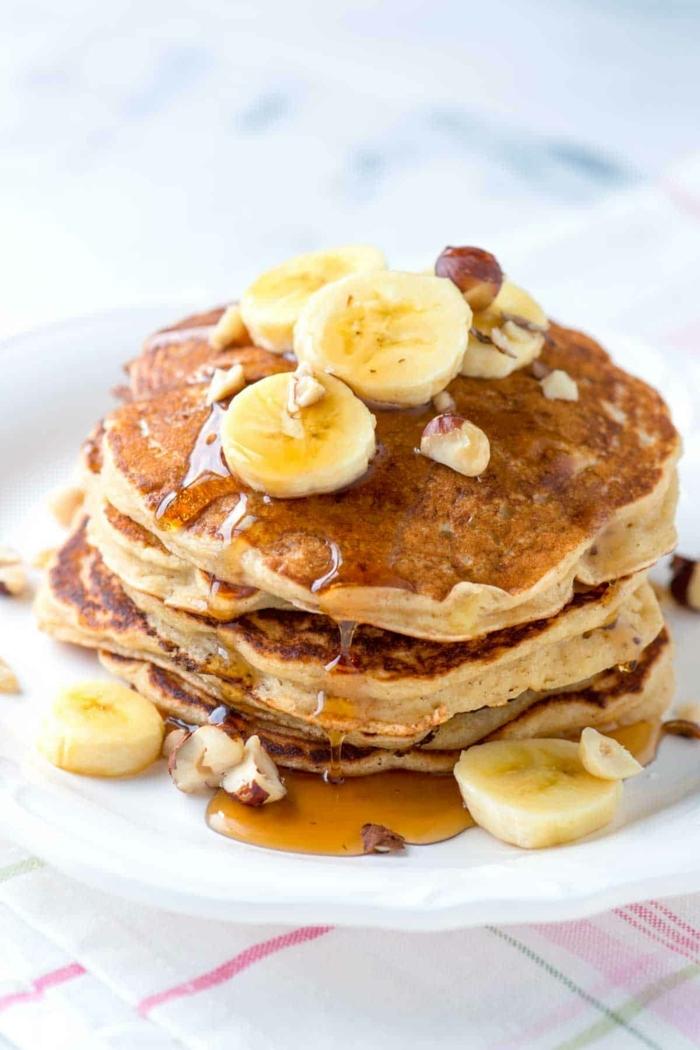 pancakes mit banane und honig und buttermilch leckere frühstücksideen bananenpfannkuchen pfannkuchen backen