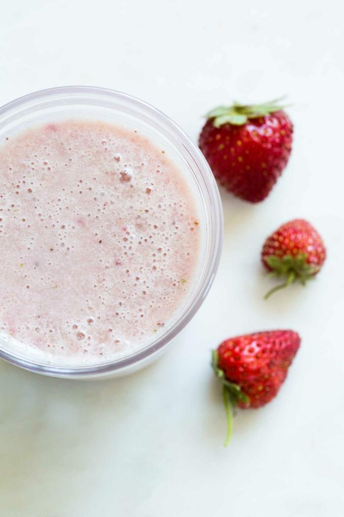 protein zum abnehmen sport und erdnöhrung shake mit erdbeeren erdbeerenshake proteinshake rezept