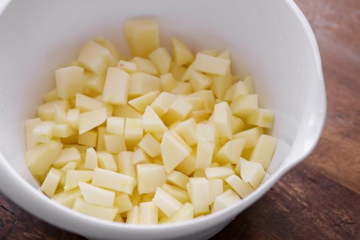 rezept für apfelmus mit einem stück zimt schrott für schritt anleitung äpfel in würfel schneiden diy apfelmus