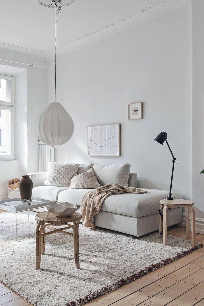 skandi teppich inneneinrichtung im skandinavischen stil scandi style wohnzimmer neutrale farben schwarze lampe minimalistische gestaltung